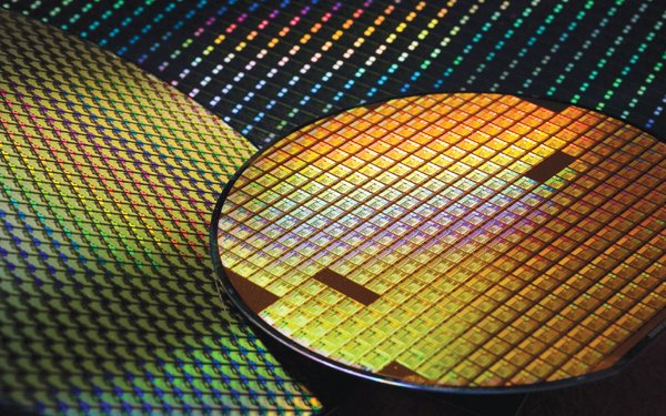 TSMC purchases lithography machines with $2.2 billion for the second  generation 7nm mass production making Apple and Huawei being overjoyed!